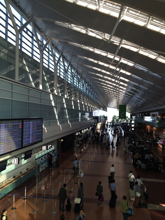 airport-703504_960_720