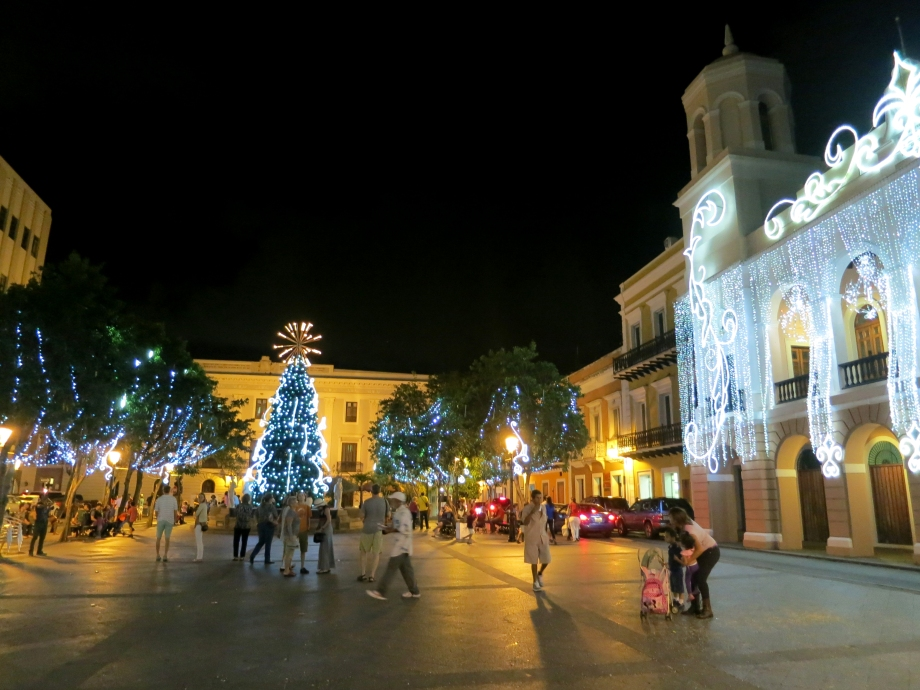 plaza_de_armas_de_san_juan_during_christmas